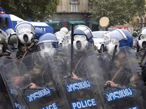 ქართული ოპოზიცია ხალხს დემოკრატიას აძულებს
